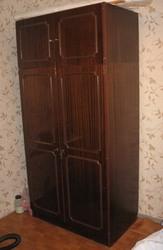 Продам шкаф,  в хорошем состоянии,  полированный,  цвет темно-коричневый.