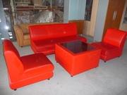 офисная мебель: зона отдыха или переговорная.