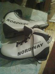 Срочно!!! Продам лыжи с абсолютно новыми ботинками!