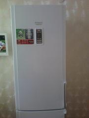новый холодильник Hotpoint-Ariston