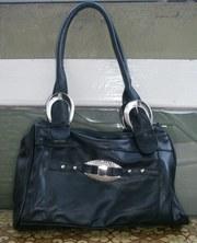 Продам женскую кожаную сумочку.