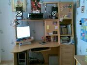 Стол для школьника с местом для компьютера