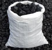 Каменный уголь в мешках